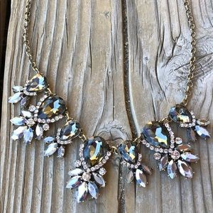🎁 Stunning LOFT Floral Gray Crystal Necklace!